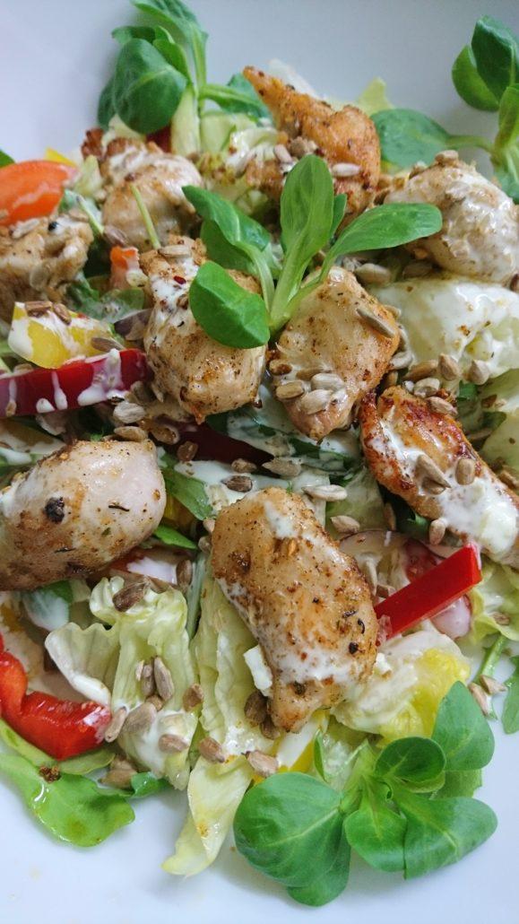 akacjowy dwor Restauracja sałatka z kurczakiem